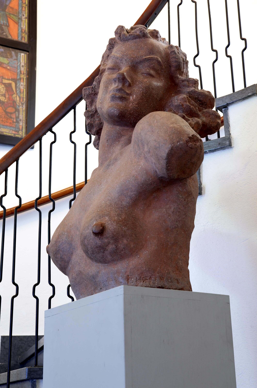 Staty av byst