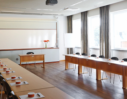 Konferens rum med stor whiteboard