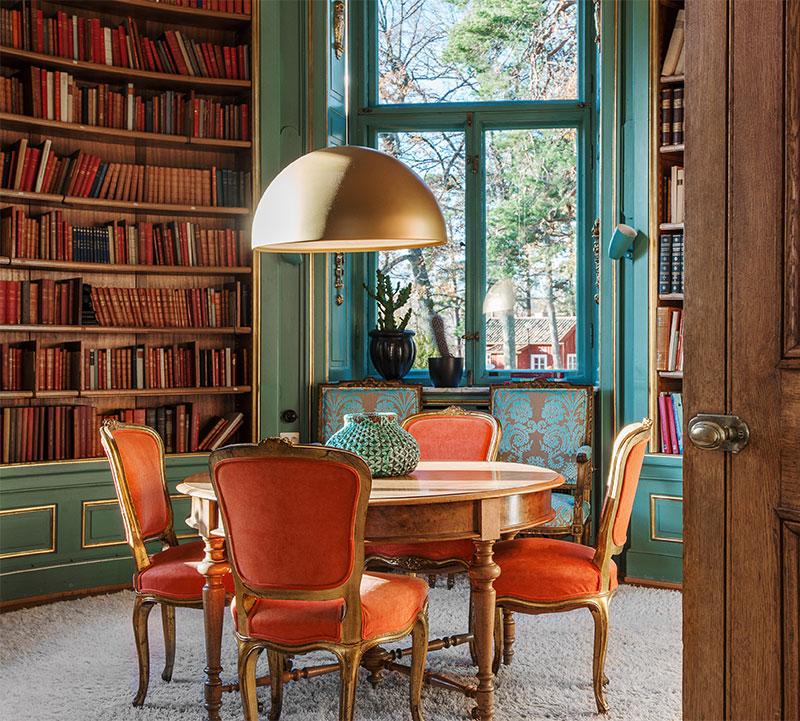 gammalt bibliotek i 1800-tals hus