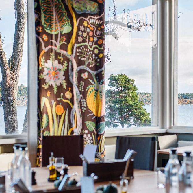 restaurang med utsikt över havet