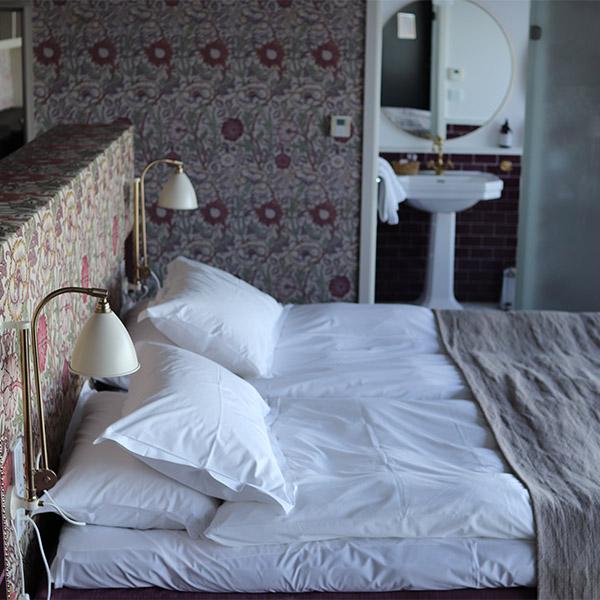 dubbelsäng på hotellsvit
